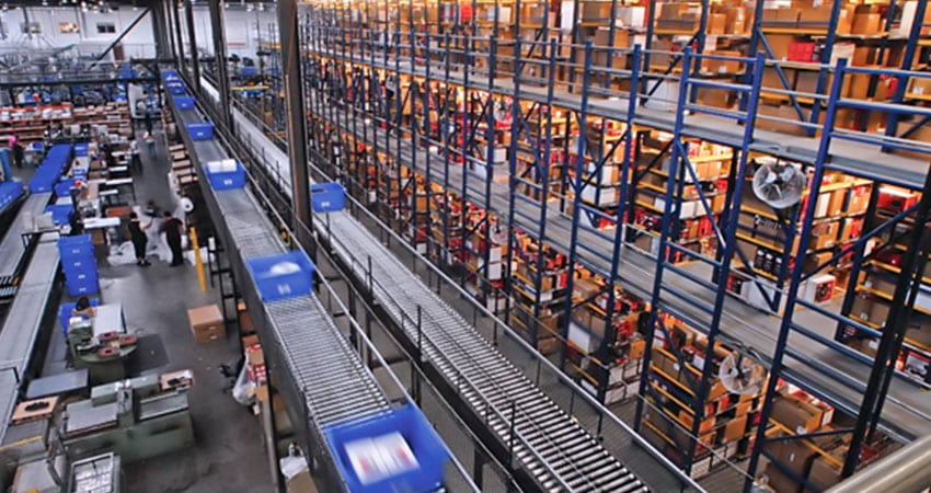 ecommerce fulfillment center conveyor and bins feature