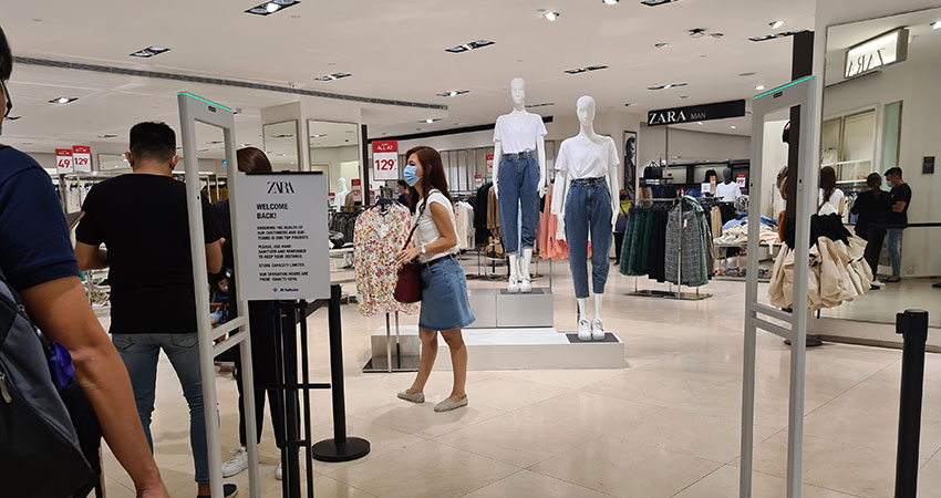 social distancing at Zara